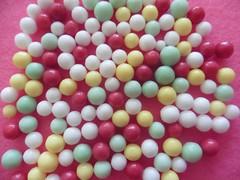 Liebesperlen (Hannelore_B) Tags: macro liebesperlen hundredsandthousends nonpareils candy macromondays lebensmittel food süsigkeiten sweets