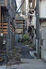 tokyo7167 (tanayan) Tags: town cityscape tokyo japan nikon v3 東京 日本 urban road street alley slope minamimotomachi 南元町 shinjyuku 新宿区