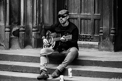 Stella Performance (Cycling Road Hog 2018) Tags: beard blackwhite candid canoneos750d cap citylife colour efs55250mmf456isstm edinburgh fashion man mobile monochrome music people places royalmile scotland street streetphotography streetportrait style urban