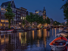 Amsterdam Blue Hour (Elenovela) Tags: amsterdam keizergracht bluehour availablelight blauestunde restlicht twilight panasonicgh5 city gracht water wasser gebäude buildings boat boot stadt himmel sky