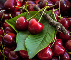 Yummy! ♥ (3OPAHA) Tags: macro cherry cherries red yummy sony explore