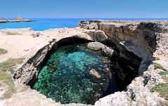 Une  envie de baignade , par cette belle journée  ... (Eric DOLLET - Ici et ailleurs) Tags: ericdollet italie pouilles