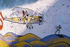 chiaroscuro (rafasmm) Tags: łódź lodz polska poland europe city citycenter streetart streets art graffiti color paint old airplane men nikon f90x nikkor50f18d nikkor 50 18 afd wall fujifilm superia 400 asa negativ film analog photography chiaroscuro