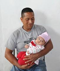 Father and Daughter Oaxaca Mexico (Ilhuicamina) Tags: padre father daughter nina babies mexico oaxaca men hombre zapotec teotitlan gente people family