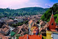 Desde la Torre del Reloj (Anavicor) Tags: tejado edificio casa house árbol cielo ciudad town sighisoara mures romania rumanía