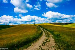 """Quando l'espressione """"toccare il cielo con un dito"""" non è solo un modo di dire (al.min) Tags: valdorcia squiricodorcia torrenieri siena toscana italia cielo nuvole sky clouds"""