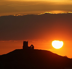 Burrow Mump Sunset (EmPhoto.) Tags: uk burrowmump somersetlevels sunset silhouette landscapepassion emmiejgee sonya7r square 11 ruin ruinedchurch stmichaelschurch burrowbridge