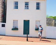I spy Mark Twain (LauraGilchrist4) Tags: twain zoom statue literature author history video gif window museum missouri hannibal marktwain'sboyhoodhome marktwain