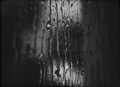 * (PattyK.) Tags: rain monochrome blackandwhite snapseed nikond3100 rainyweather summerrain raindrops window ioannina greece grecia griechenland amateurphotographer june 2018 βροχή σταγόνεσ βροχερόσκαιρόσ καλοκαιρινήβροχή άσπροκαιμαύρο
