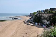 DSC_4935 (Thomas Cogley) Tags: seaside sea front seafront beach cliff chalk beachhut hut shore