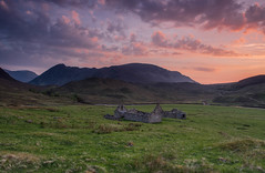 Gleann Fhiodhaig Sunset. (Gordie Broon.) Tags: gleannfhiodhaig corriefeol sunset scardroy scottishhighlands scotland schottland landscape paysage ruins atardecer sonnenuntergang scenery hills mountains heuvels collines ecosse glen scenic colinas remote paisaje lecoucherdusoleil gordiebroonphotography creagnahlolaire caledonia escocia szkocja alba rivermeig strathconon scozia rossshire geotagged