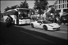 VIP Bus service (Franco & Lia) Tags: berlin berlino deutschland germania germany street fotografiadistrada photographiederue unterdenlinden analog analogico pellicola film argentique agfa apx100 bellini hydrofen studional biancoenero schwarzundweiss blackwhite noiretblanc nikon af3 epson v500