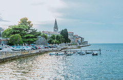 Poreč, Kroatien (marcoverch) Tags: porec vacation city boats croatia seaside travel sea water wasser reise architecture diearchitektur tourism tourismus noperson keineperson stadt building gebäude meer seashore strand watercraft wasserfahrzeug river fluss boat boot sky himmel tree baum outdoors drausen ferien summer sommer transportationsystem transportsystem daylight tageslicht town dorf moon naturaleza festival bicycle outside autumn classic españa hill countryside poreč kroatien