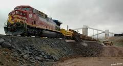 Une mine une ville. (donaldpoirier93@yahoo.fr) Tags: fermont mine montwright mineraidefer minerais acier train locomotive fer québec camion wagon nuageux
