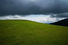 Züri-Oberland (2) (Toni_V) Tags: m2408008 rangefinder digitalrangefinder messsucher leicam leica mp typ240 type240 28mm elmaritm12828asph hiking wanderung randonnée escursione zürioberland zürcheroberland tössbergland kantonzürich weather clouds sky green waldhüttchopfsteghörnlihulfteggschnebelhorntössscheidiwald landscape landschaft switzerland schweiz suisse svizzera svizra europe ©toniv 2018 180602