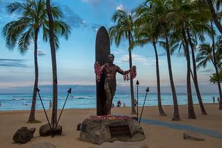 The Statue of Duke Paoa Kahinu Mokoe Hulikohola Kahanamoku, Waik