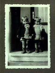 i gemelli a Vicenza - dicembre 1936 (dindolina) Tags: photo fotografia blackandwhite bw biancoenero monochrome monocromo vintage italy italia veneto vicenza family famiglia history storia gemelli twins vignato 1936 1930s annitrenta thirties