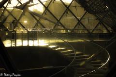 L'escalier (Thierry Poupon) Tags: louvre paris pyramide soleil carreaux ciel contrejour courbe escalier motif transparence iledefrance france fr