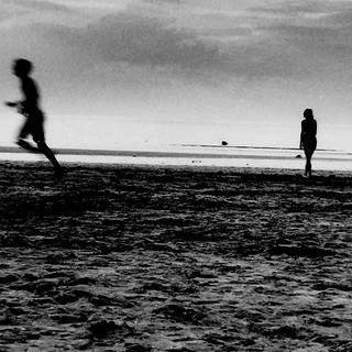 un homme et une femme / on the beach