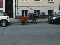 all the space you need (mkorsakov) Tags: münster city innenstadt fahrrad bike bicycle cargobike babboe parken parking nice sehrschön umparken umgeparkt