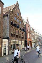 DSC_5725 Historische Architektur in Venlo; erbaut um 1588 im Stil der frühen Renaissance. Das Gebäude wurde 1993 restauriert und ist ein Nationaldenkmal der Niederlande. (stadt + land) Tags: historische architektur erbaut 1588 stil frühe renaissance gebäude 1993 restauriert nationaldenkmal bilder eindrücke venlo stadt maas niederlande grenzstadt gemeinde niederländisch privinz limburg grenze deutschland einkauf cannabis cofeeshop handelsort mittelalter hansestadt hanse mitglied neuehanse
