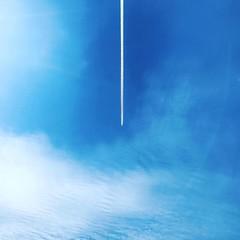 ~ aeroplane ~ Riddarhyttan Sweden iPhone 7 (Tankartartid) Tags: vitamoln whiteclouds bluesky blåhimmel blåttochvitt vitt blått blueandwhite white blue tracks traces spår linjer lines minimalism minimal flygplan aeroplane moln clouds himmel sky västmanland riddarhyttan norden nordic europe sverige sweden