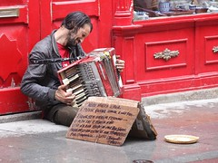 The artist (sebastienloppin) Tags: 70200f28 tamron 6dmarkii 6dii canon canin musique music musicien musician passion rouge red accordeon accordion player street portugal artist