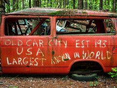 Old Car City USA Est 1931 Largest Known in World (Ed Rosack) Tags: usa georgia tree car junkyard mirrorlessminutesfocusonatlanta oldcarcity automobile antiquesandcollectibles ©edrosack white explore
