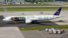 HZ-AK43 : Green Falcons (Thomas Naas Photography) Tags: zürich zrh lszh schweiz switzerland flughafen airport flugzeug airplane outdoor boeing spezialbemalung specialpaint saudi arabian airlines b773 b777300 green falcons