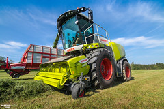New CLAAS JAGUAR 960 forage harvester (type 498) with new CLAAS PICK UP 300 header (martin_king.photo) Tags: springwork springwork2018 silage silage2018 inaction action first today outdoor claasworldwide machine sky martin king photo agriculture machinery machines tschechische republik powerfull power dynastyphotography lukaskralphotocz agricultural great day czechrepublic fans work place tschechischerepublik martinkingphoto welovefarming working modern landwirtschaft colorful colors blue photogoraphy photographer canon tractor love farming daily onwheels farm skyline allclaaseverything claasfans worker claasjaguar header claaspickup field green red wide widelens huge strong new digital eos colours flickr contrast