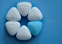 Mints (Inky-NL) Tags: macromondays candy sweets mints snoep pepermunt pepermuntjes round triangle smint ingridsiemons©2018 pattern geometricpattern