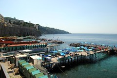 Down to the beach clubs (zawtowers) Tags: sorrento campania italy italia bayofnaples seaside town resort sorrentine peninsula wednesday 30 may 2018 warm dry sunny blue skies sunshine hot holiday vacation break summer down beach club umbrella sea calm relax chill out