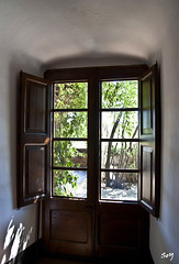 La ventana, Púbol. (svet.llum) Tags: catalunya púbol cataluña arquitectura interior ventana luz verano habitación castillo casa dalí galadalí