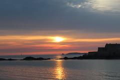 fa capolino (g.zoe) Tags: francia bretagna viaggio marea tramonto rosso