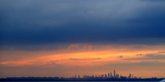 Manhattan Skyline (Carlos A. Aviles) Tags: manhattan newyork sunset ocaso atardecer orange naranja cielo sky clouds nubes ciudad city travel viaje
