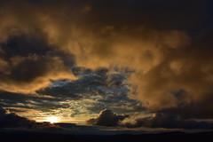 DSC_1361 (griecocathy) Tags: paysage montagne coucher soleil nuage ciel couleur jaune noir bleu ocre gris sombre lumineux