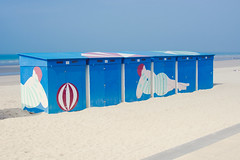 Beach Cabins (https://tinyurl.com/jsebouvi) Tags: cabinesdeplage france malolesbains nord bain ballon beach blue bluesky bonnet maillotdebain mar mer nothsea ombre plage red rouge sable sand sea shadow sky womanbath