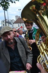 musique (Jeanne Menjoulet) Tags: marche solidaire migrants immigration paris manifestation manif musique cuivres