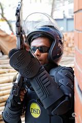 Diplomatic Security Division (stef974run) Tags: dhaka dacca bangladesh police dsd diplomatique qg ambassade kalachnikov arme policier casque sécurité maintiendelordre bommert