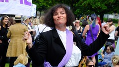 Processions Edinburgh 2018 08 (byronv2) Tags: processions processionsedinburgh edinburgh edimbourg meadows middlemeadowwalk scotland woman women candid street peoplewatching protest march rally suffragette votesforwomen 1918 2018 feminism politics vote voting portrait