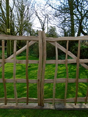 "Cleft Oak gates • <a style=""font-size:0.8em;"" href=""http://www.flickr.com/photos/61957374@N08/40768104900/"" target=""_blank"">View on Flickr</a>"