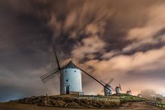 Noche lluviosa. (Amparo Hervella) Tags: consuegra toledo españa spain paisaje molino cielo nube estrella noche nocturna niebla color largaexposición d7000 nikon nikond7000