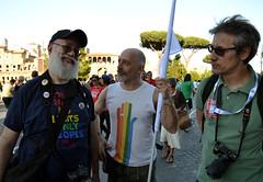 Fotografamici (Colombaie) Tags: roma pride romapride 2018 gay lgbt lgbtqi lazio capitale omosessuale omosessuali eterosessuali lesbica lesbiche famiglia gente persone marciare diritti umani 9giugno ritratto uomo uomini maschio fotografi amici fori imperiali mario gianni gianorso paolo