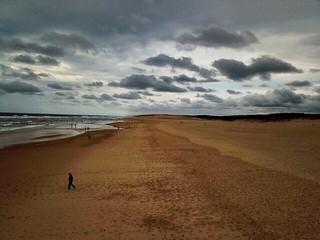 Plage de Moliets (Landes) - une ombre sur la plage, en fin de journée orageuse... (Drone)