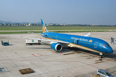 VN-A868 Vietnam Airlines Boeing 787-8 Dreamliner at Hanoi Noi Bai International Airport on 17 May 20188 (Zone 49 Photography) Tags: aircraft airliner airplane aeroplane may 2018 vvnb han hanoi noi bai noibai international airport vn hvn vietnam airlines boeing 787 788 boeing787 7878 dreamliner vna868