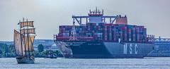 Welten begegnen sich.. (ulrichcziollek) Tags: hafen hamburg schiff segelschiff sail marefrisium
