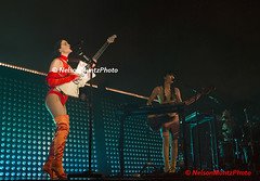 MIV_0098 (NelsonMuntzPhoto) Tags: stvincent st vincent wilmington thequeen queen may 2018 guitar concert canon1dx canoneos1dx annieclark delaware de usa photopass photo
