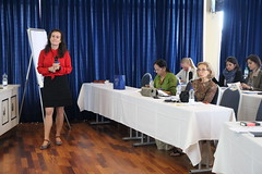 "Doc. dr. Vita Poštuvan pri povezovanju programa • <a style=""font-size:0.8em;"" href=""http://www.flickr.com/photos/102235479@N03/41878222625/"" target=""_blank"">View on Flickr</a>"