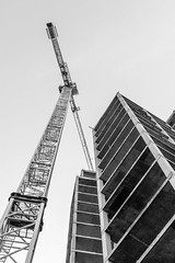 The wine rack and tower crane, May 2018 (Rob A Dickinson) Tags: nikon d7100 ipswich waterfront nikkor24120f4 wine rack tower crane building towerblock construction blackandwhite monochrome