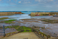 320A6949 Staithes Harbour (Leeds Lad at heart) Tags: yorkshire staithes harbour boats water sea docks piers